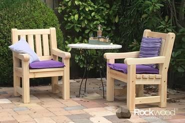 https://afbeelding.rockwoodpicknicktafels.nl/images/outdoor/530/Rockwood_Tuinsets_Tuinstoel_Massief_Grenen-4_klein.jpg