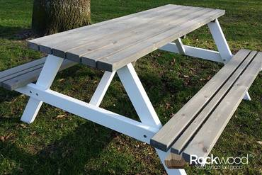 https://afbeelding.rockwoodpicknicktafels.nl/images/outdoor/600/Rockwood_Picknicktafel_Picknicktafel_Bi_Color-3_klein.jpg