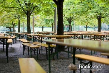 https://afbeelding.rockwoodpicknicktafels.nl/images/outdoor/BT080/Rockwood_Biertafel_Biertafel_Berlin-3_klein.jpg
